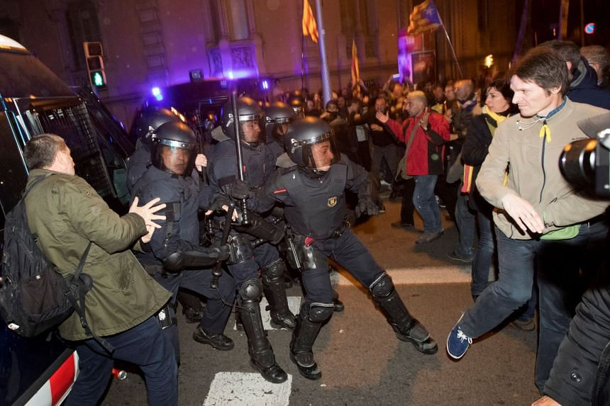 Catalonian riot police clash with protesters during a protest at the headquarters of the Spanish Government Delegation in the Autonomous Community of Catalonia in Barcelona, on March 23, 2018.