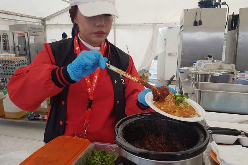 Local fare from 18 Singaporean hawkers and restaurants were given out to eager Singaporeans and their guests.