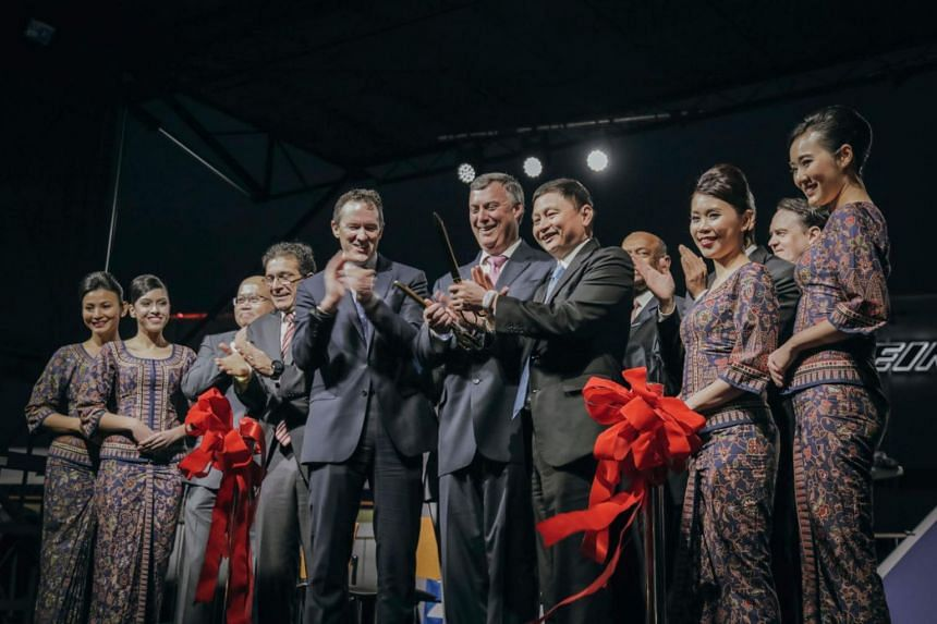 Mr Kevin McAllister, executive vice-president of The Boeing Company and president and chief executive of Boeing Commercial Airplanes, flanked by Singapore Airlines chief executive Goh Choon Phong and Mr Dominic Horwood, Rolls-Royce's director for cus