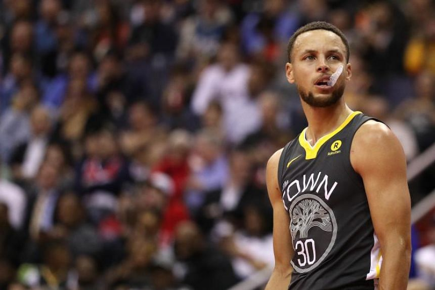 Stephen Curry, who is suffering from a knee injury, will be re-evaluated in three weeks.