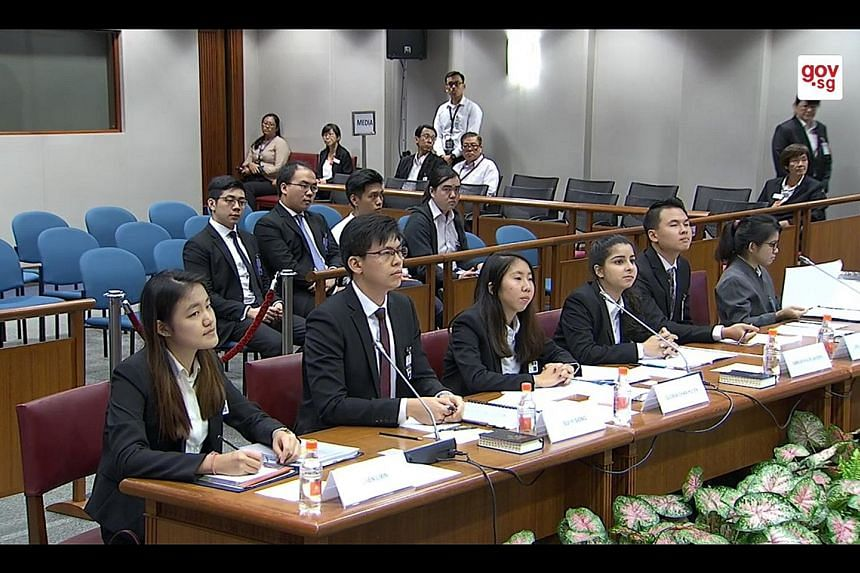 Lawyer Sui Yi Siong (second from left) with SMU law students (from left) Chen Lixin, Gloria Chan and Simran Kaur Sandhu, as well as National University of Singapore law students (from right) Rachel Er and Joel Yap, at the hearing of the Select Commit