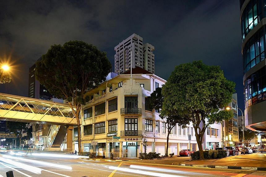 8M managing director Ashish Manchharam noted the redevelopment potential of the block of four shophouses at the corner of New Bridge Road and Carpenter Street. A six-storey extension can be built at the back, increasing the gross floor area by about