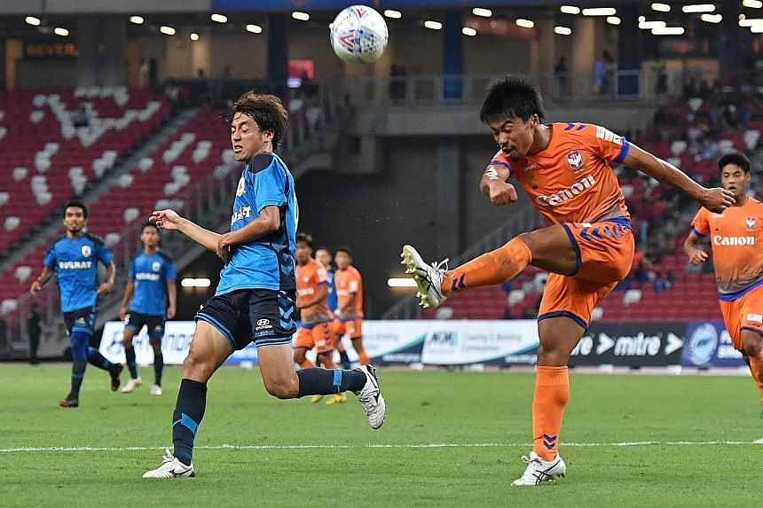 Albirex Niigata FC's Kenya Takahashi clearing the ball away from Tampines Rovers FC's Ryutaro Megumi. President Halimah Yacob, flanked by FAS vice-president Edwin Tong (left) and FAS president Lim Kia Tong, officially launched the Singapore Premier L