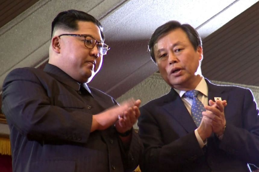 North Korea leader Kim Jong Un (left) and South Korean Minister of Culture, Sports and Tourism Do Jong Hwan applauding during a performance by a South Korean art troupe, in Pyongyang on April 1, 2018.