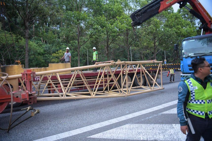 The driver of the trailer had braked to avoid an accident, which led to the toppling of the crane boom and counterweight.
