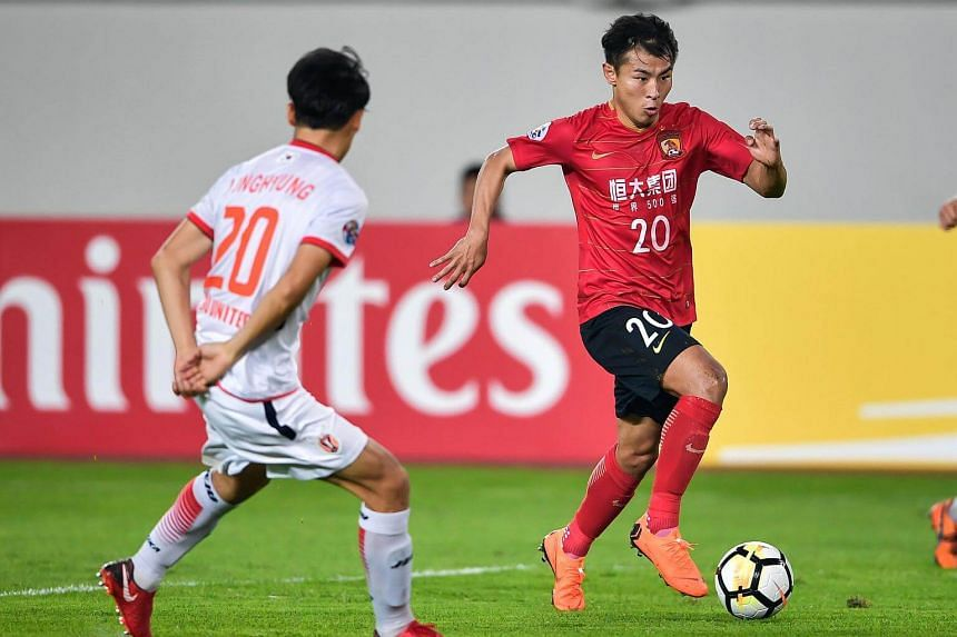 Guangzhou Evergrande's Yu Hanchao (right) fights for the ball with Jeju United's Cho Yong Hyung during the AFC Champions League group stage football match between Guangzhou Evergrande and Jeju United, on March 6, 2018.