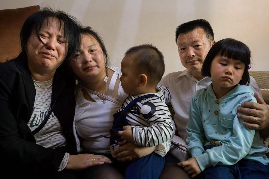 Wang Mingqing (second from right) posing for a picture with his daughter Kang Ying (second from left), wife Liu Dengying and grandchildren in Chengdu, China, on April 3, 2018.