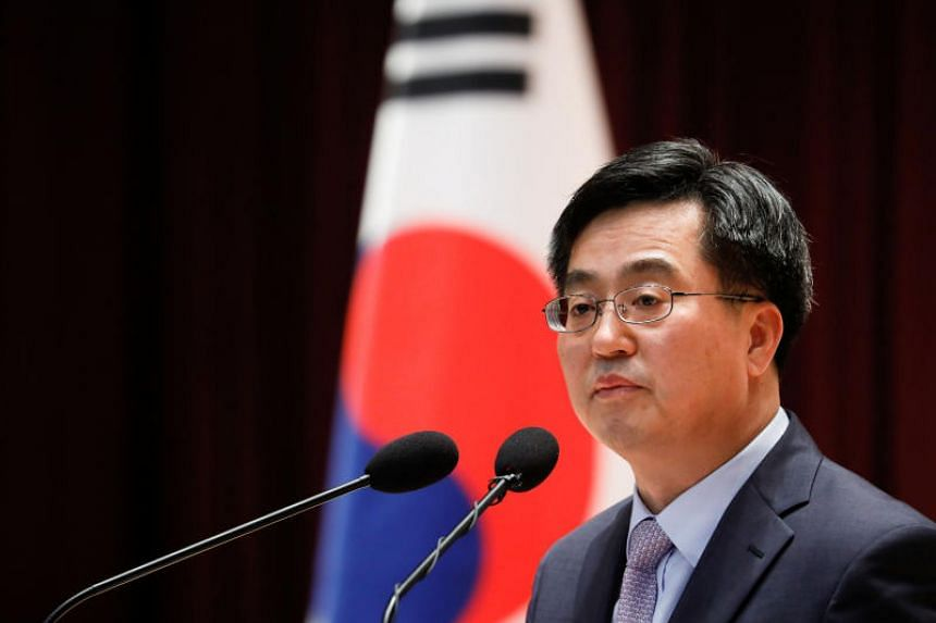 South Korean Finance Minister Kim Dong Yeon said there was no change to the ministry's stance that it would take smoothing measures to stabilise foreign exchange markets in cases of sharp volatility.