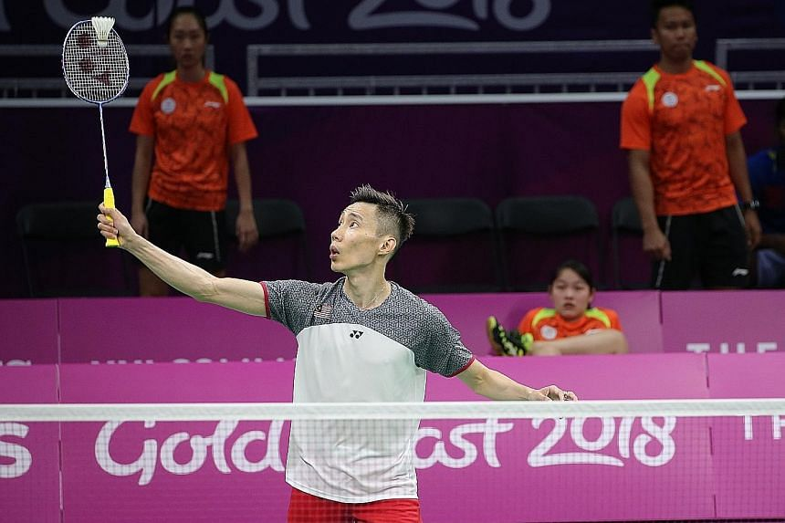 Singapore shuttlers Tan Wei Han, Ong Ren-Ne and Danny Bawa Chrisnanta observing the master Lee Chong Wei at work on Tuesday, as the Malaysian sparred with national team-mate Soniia Cheah at the Carrara Indoor Sports Centre before the start of the Com