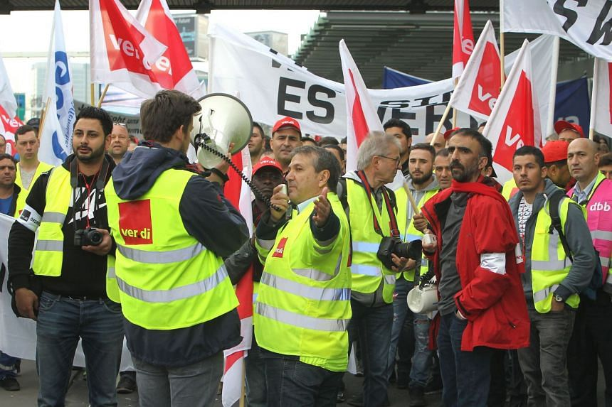 """Workers taking part in a """"warning strike"""" of German union Verdi at the airport in Frankfurt am Main, Germany, on April 10, 2018."""
