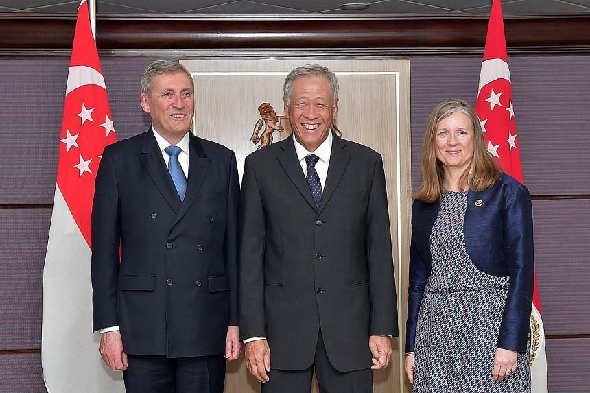Dr Ng Eng Hen with Rear-Admiral (Ret) Peter Bager and his wife. Rear-Adm (Ret) Bager received the Singapore Defence Fellowship for his contributions in boosting technology cooperation between the two nations.
