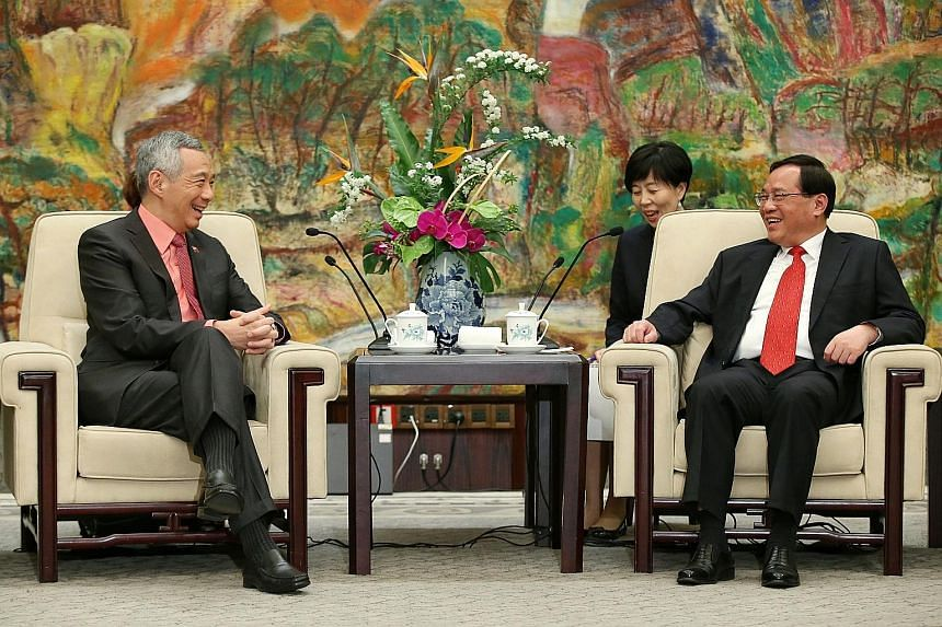 Prime Minister Lee Hsien Loong with Shanghai party secretary Li Qiang yesterday. Both agreed their cities could boost cooperation in four areas, including using Singapore as a global platform for Shanghai businesses.