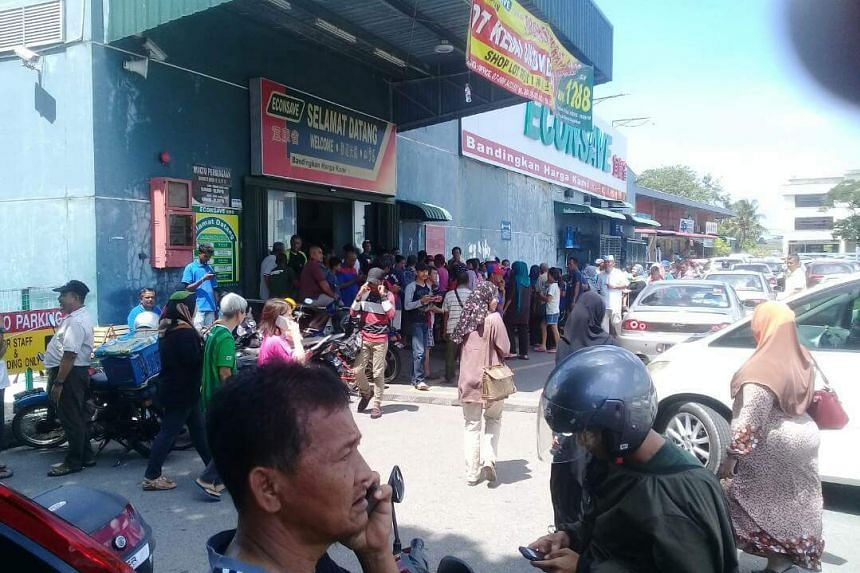 Pictures shown on social media showed dozens of people outside Econsave Pontian and many more crowding inside, on April 12, 2018.