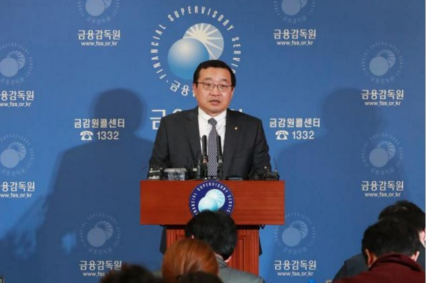 Won Seung Yeon, deputy head of South Korea's Financial Supervisory Service, announces plans to conduct a special probe into Samsung Securities over a massive dividend payment error in Seoul on April 9, 2018.