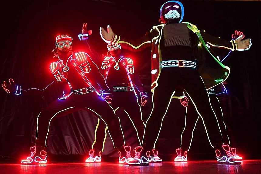 High-tech dancers from Ukraine literally lit up the stage on Thursday during the opening of the Spotlight festival in Bucharest. Called Light Balance, they were the finalists of America's Got Talent contest last year, and currently one of the most po
