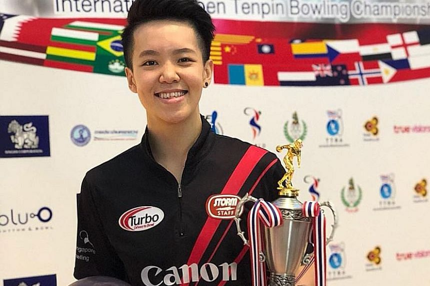Singapore's Shayna Ng wins the women's Open title at the MWA-Singha Thailand International Open after beating team-mate Bernice Lim.
