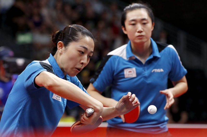 Feng Tianwei and Yu Mengyu in action at the Gold Coast 2018 Commonwealth Games.