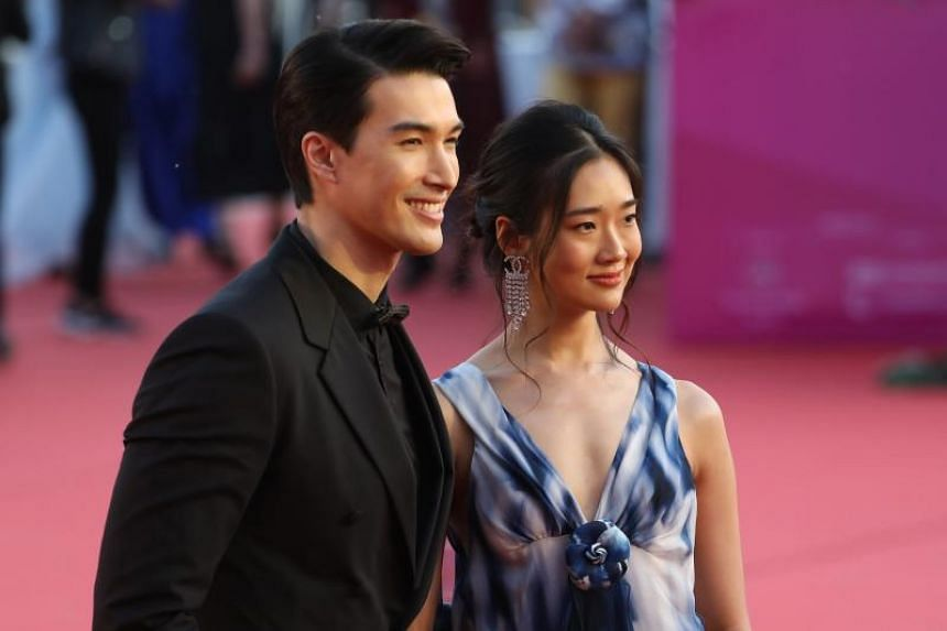 Thai actress Chutimon Chuengcharoens (right) with Canada-born New Zealand actor Vivian Dawson pose on the red carpet at the 8th Beijing International Film Festival on April 15, 2018.