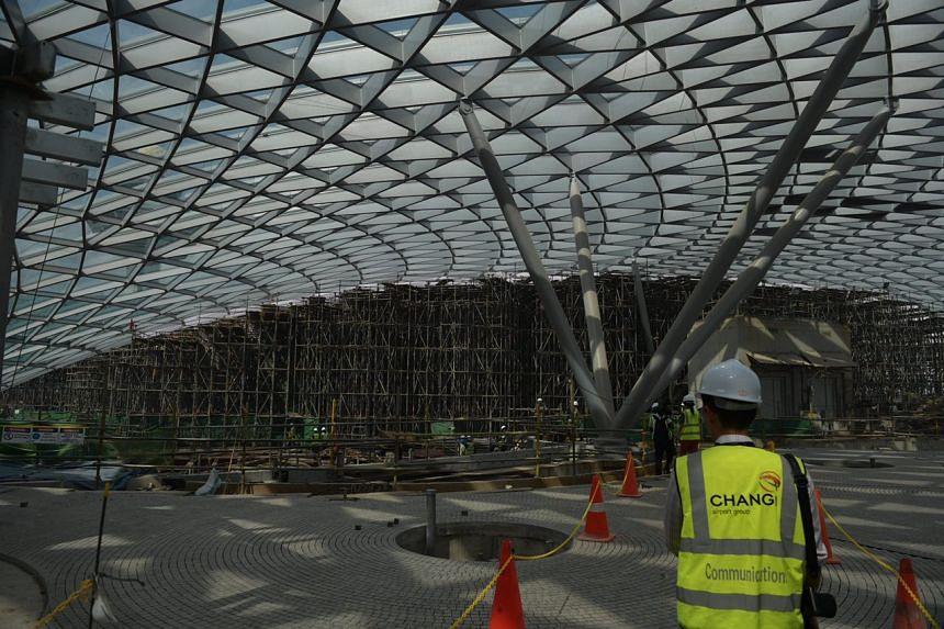 The entire Jewel facade is made up of more than 9,000 pieces of specially manufactured glass, close to 18,000 pieces of steel beams and over 6,000 steel nodes.