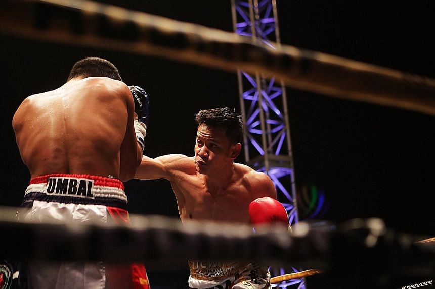 Singapore's Muhamad Ridhwan throwing a punch at Filipino Jeson Umbal during their International Boxing Organisation intercontinental featherweight title bout last night.