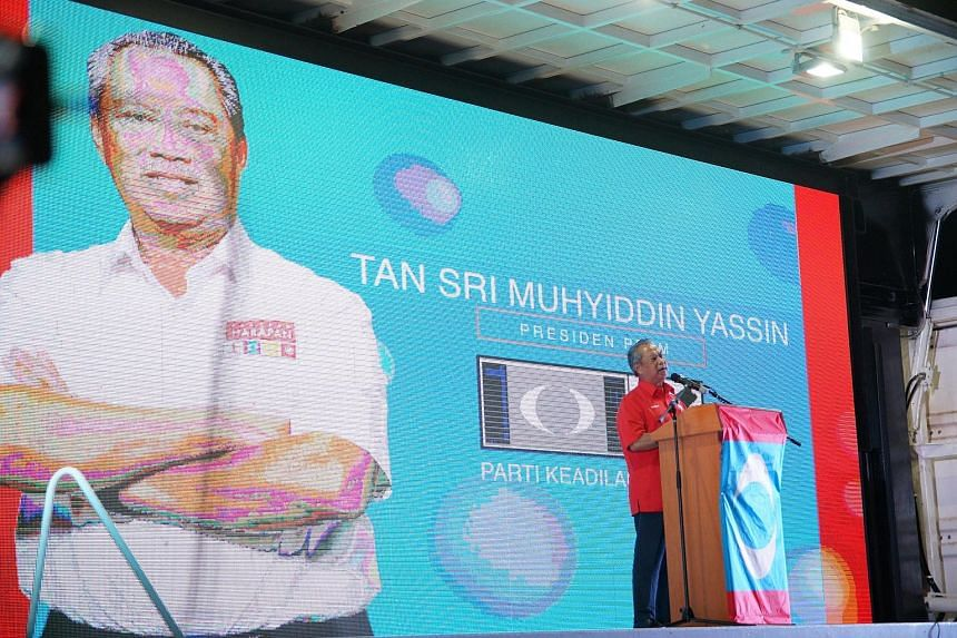 Former Malaysian deputy prime minister Muhyiddin Yassin said on Thursday in the town of Pagoh in Johor that he will defend his seat there, but under the opposition's banner. Having served there as Umno lawmaker for seven terms, locals associate him w