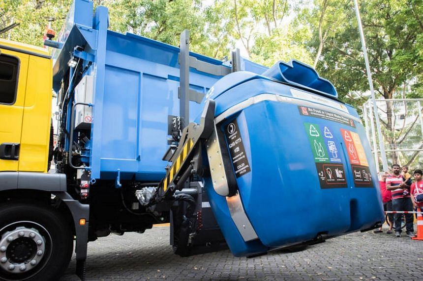 The side-loader truck entails the use of new compatible blue recycling bins, which are approximately three times the capacity of the current 660-litre blue recycling bins.