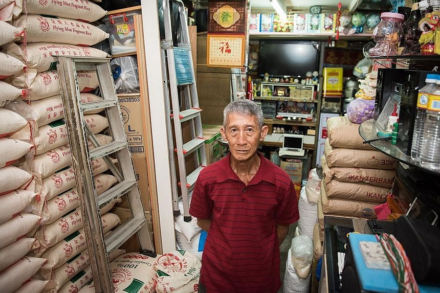 Mr Ong Kok Poo took over the rental of the kiosk in Whampoa in 1993 from an egg seller. The mamak shop was originally run by Indians in the 1970s.