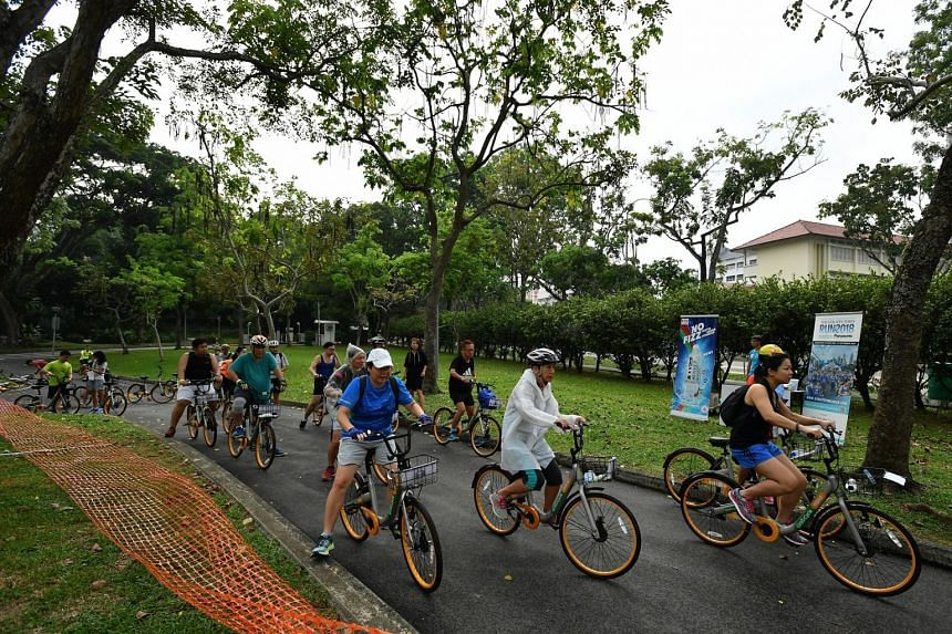 Participants setting off at Punggol Park for the Eat and ride programme.