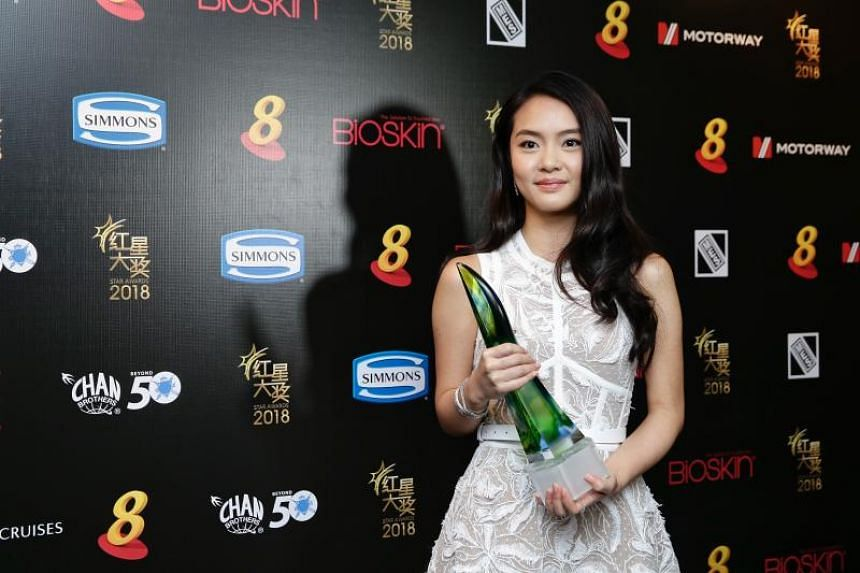 Chantelle Ng, daughter of actress Lin Meijiao, with her Best Newcomer Award.