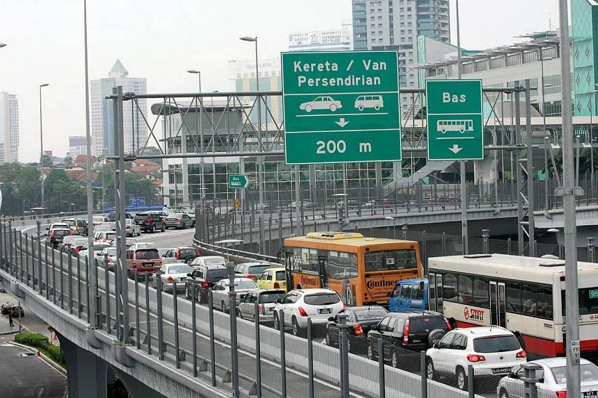 Some Malaysian lorry drivers have complained that they often had to wait up to 30 minutes and sometimes alight from their vehicles to look for immigration officers when the booths were unmanned.