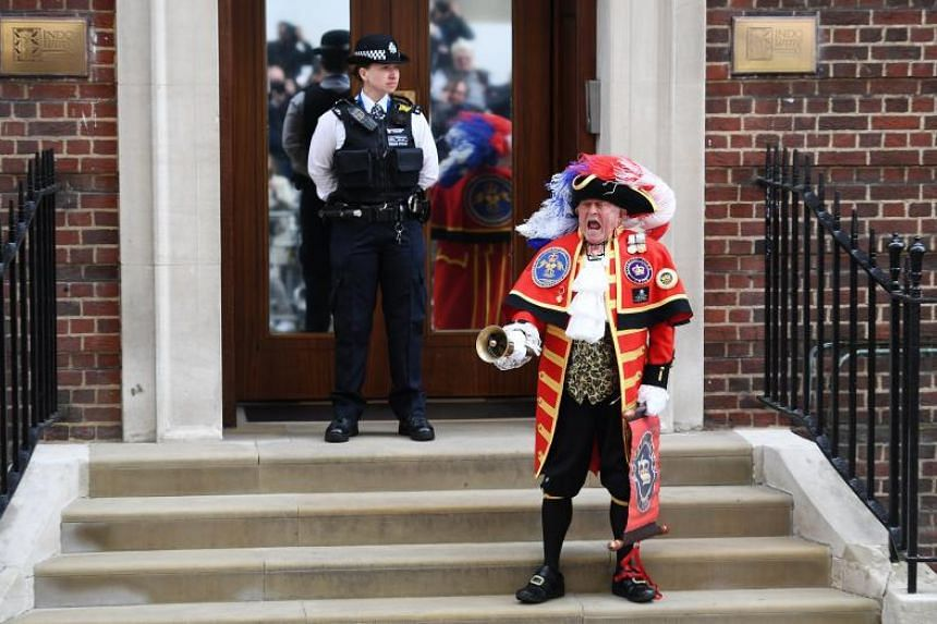 A traditional town crier announces the birth of the Duchess of Cambridge Kate Middleton's baby boy outside the Lindo Wing of St Mary's hospital in London on April 23, 2018.