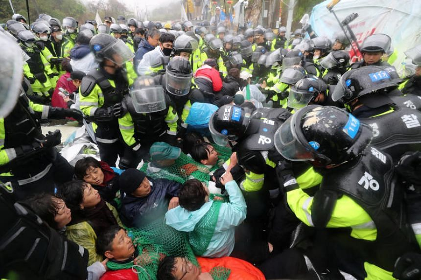 South Korean police officers attempting to disperse residents taking part in an anti-Thaad (Terminal High Altitude Area Defence) protest in Seongju, on April 23, 2018.
