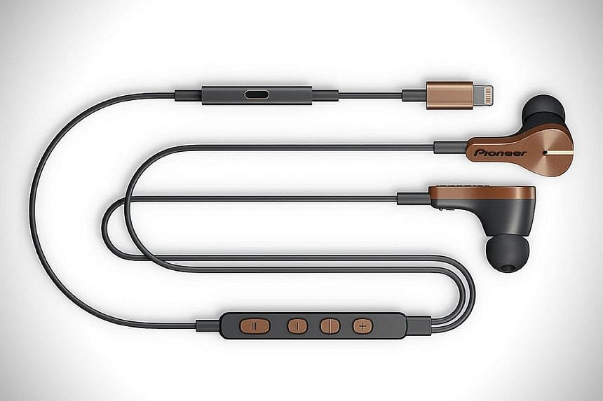 The Pioneer Rayz Plus earphones includes a separate charging port on its cable, so users can listen to music and charge their phones simultaneously.