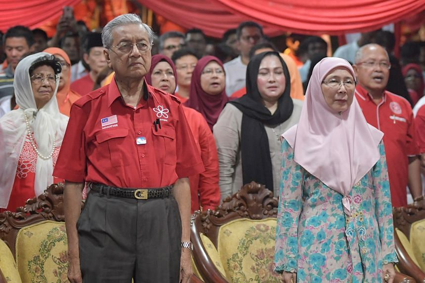 Tun Mahathir Mohamad and Dr Wan Azizah Ismail are leading their respective parties in the opposition coalition against the ruling Barisan Nasional in Malaysia's general election. New rules by the Election Commission will effectively prevent photos of