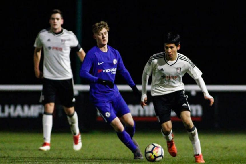 Singaporean Ben Davis (right) in action during Fulham's under-18 match against Chelsea in March 2018.