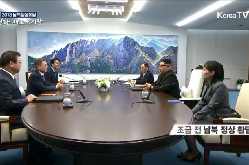 South Korean President Moon Jae In and North Korean leader Kim Jong Un have started their talks, which will be divided into morning and afternoon sessions.