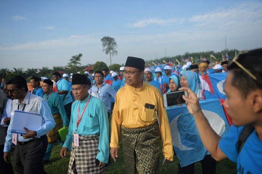 PKR candidates and supporters entering the nomination centre in Bagan Datoh.