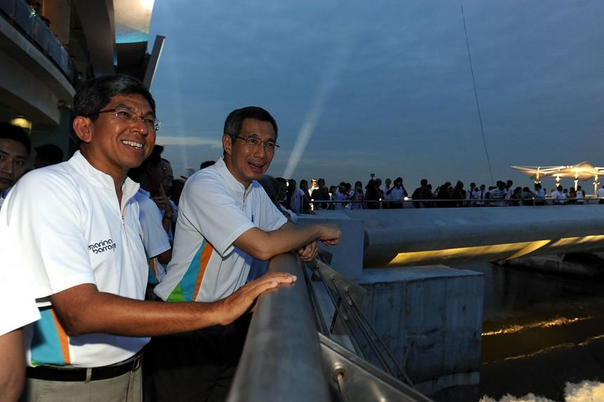 Dr Yaacob Ibrahim and PM Lee at the opening of Marina Barrage in 2008.