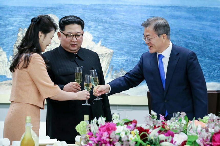 South Korean President Moon Jae In (right) toasts with North Korean leader Kim Jong Un and his wife, Ri Sol Ju, at a banquet in Panmunjom, on April 27, 2018.