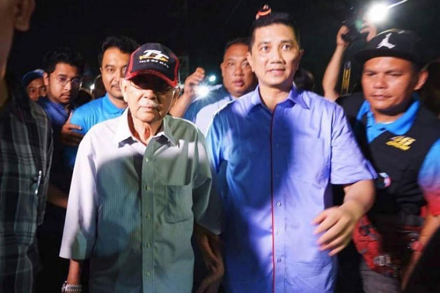 Former Malaysian finance minister Daim Zainuddin (left) accompanying Selangor Menteri Besar Azmin Ali on April 30, 2018.