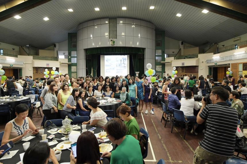 More than 420 former students and teachers attended the Evergreen lunch held on Labour Day.