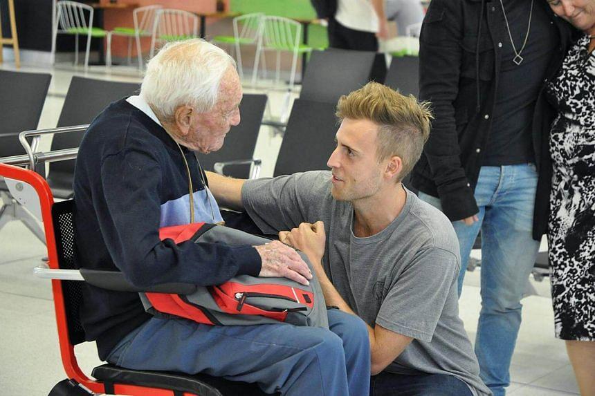 David Goodall bids farewell to his grandson at Perth Airport on May 2, 2018.