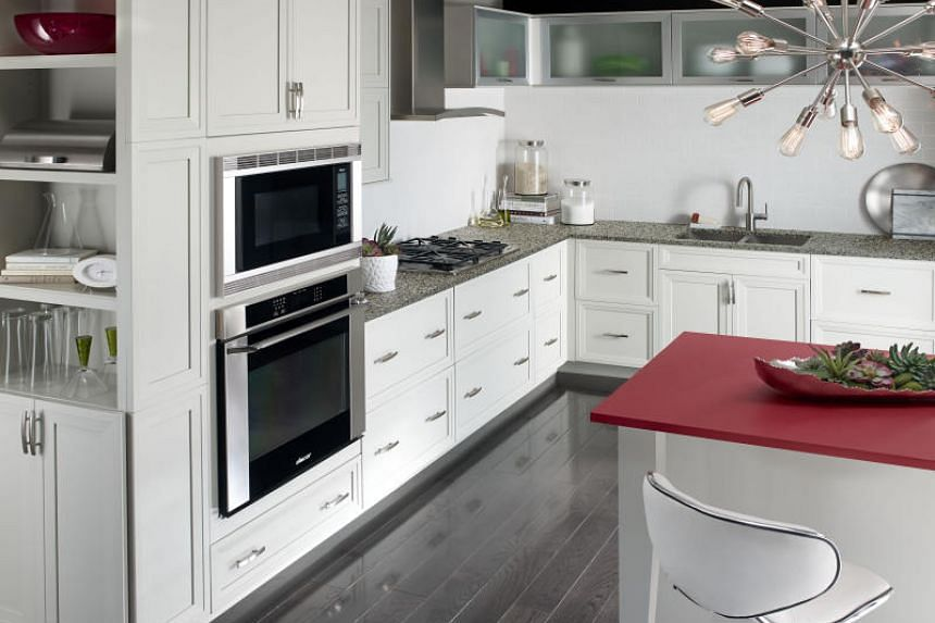 According to a 2018 National Kitchen and Bath Association trends report, white and gray continue their dominance in kitchen colour schemes.