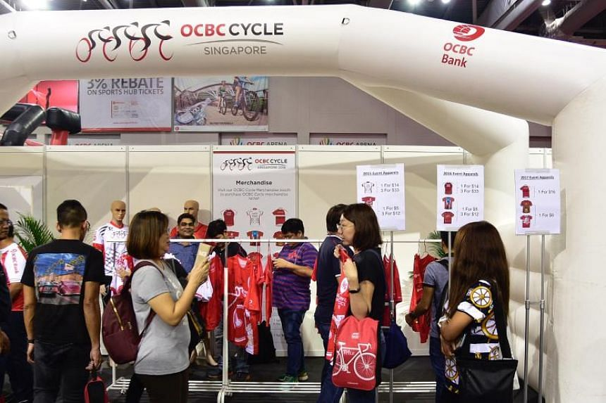 Besides collecting their event pack, participants of the OCBC Cycle can also indulge in a spot of shopping at the OCBC Cycle Weekend Market. Lots of merchandise and cycling accessories are up for grabs, as well as non-sporting goods such as bean bags