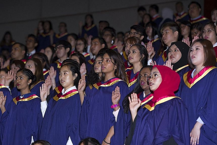 Yesterday's ceremony for 435 graduating students saw the final batch of Nanyang Polytechnic students graduating with diplomas in physiotherapy, occupational therapy, diagnostic radiography and radiation therapy.