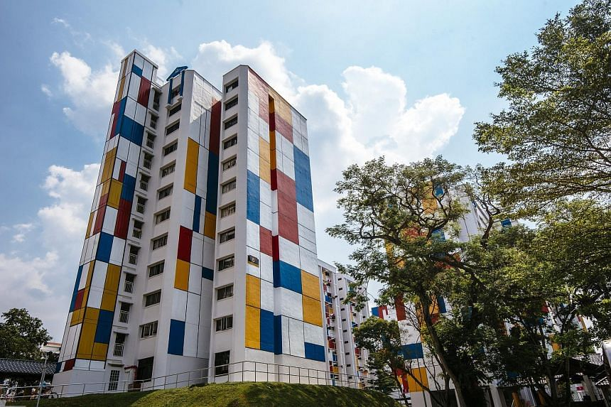 Several blocks along Teck Whye Avenue have been catching the eye with an avant garde design that makes them look more like art pieces than residential blocks. Brilliantly decked out in a red, blue and yellow mosaic pattern, Blocks 1 to 7 Teck Whye Av