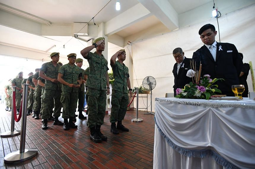 Army officers queue to pay their last respects to Corporal First Class Dave Lee Han Xuan.