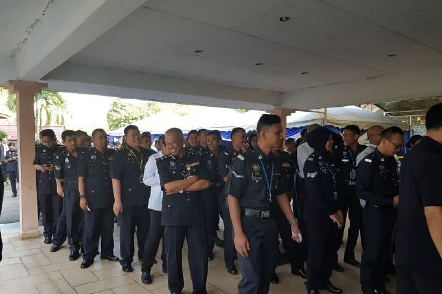 Early voting began for some 111,702 police personnel in Malaysia on May 5.