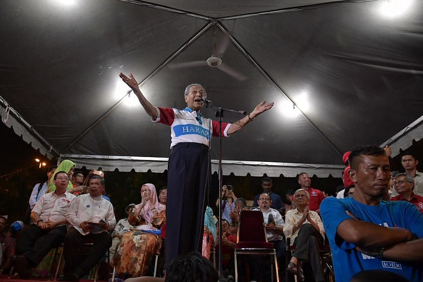 Former Malaysian Prime Minister and Pakatan Harapan chairman Mahathir Mohamad speaking at the rally in Mutiara, Malacca, on May 4, 2018.