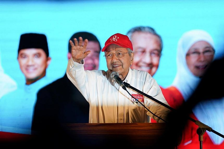 Former prime minister and candidate for opposition Alliance Of Hope, Mahathir Mohamad speaks during an election campaign rally in Kuala Lumpur, on May 6, 2018.